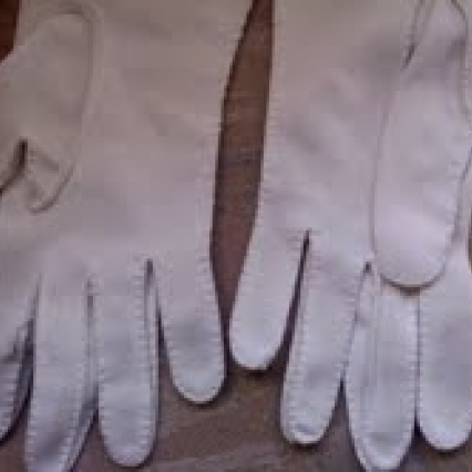 "ROMANTIC 7"" BEAUTIFUL WHITE ANTQUE VINTAGE GLOVES FROM 1950'S, FREE SHIPPING"