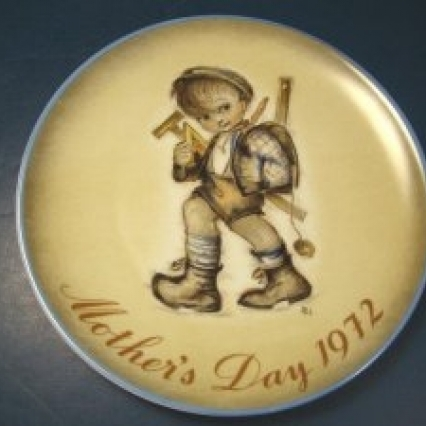 1972 THE ORIGINAL ART OF SSTER BERTA HUMMEL MOTHER'S DAY PLATE LIMITED EDITION w glove FREE SHIPPING