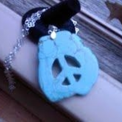 GENUINE TURQUOISE PEACE NECKLACE, 3 INCH GEMSTONE WITH 18 INCH 925 STERLING CHAIN, NEW! SHIPS FREE!