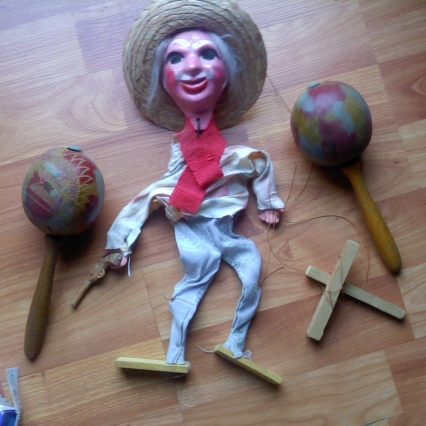 VINTAGE MEXICAN MAN MARIONETTE 1960'S PUPPET AND MARACAS SHAKERS, FREE SHIPPING